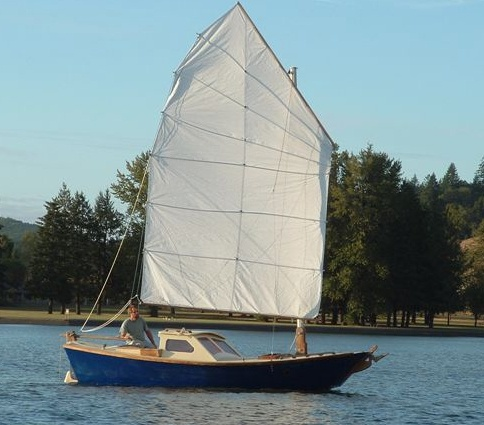 What are the advantages of using a Junk Rig on a sailboat