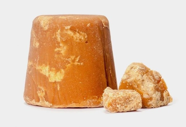 What are the health benefits of replacing sugar with jaggery