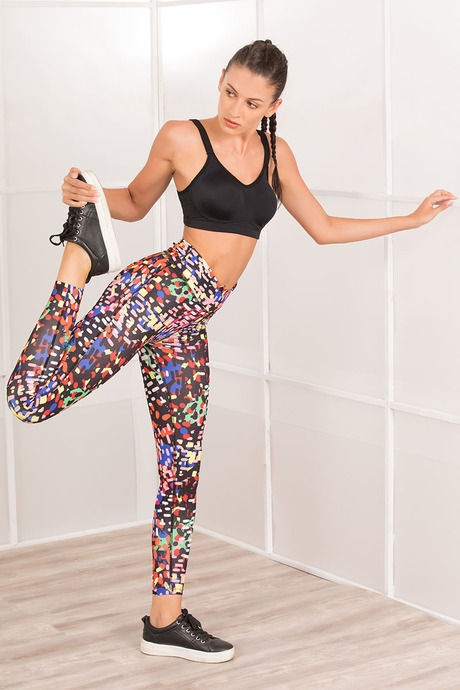 The first and foremost thing for gym wear for women is a sports bra. They  help to keep your breasts in a proper form while working out. 9bbc566c2d4d