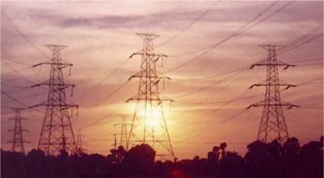 What is minimum distance between Earth and an overhead line