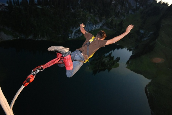 what is safer bungee jumping or skydiving