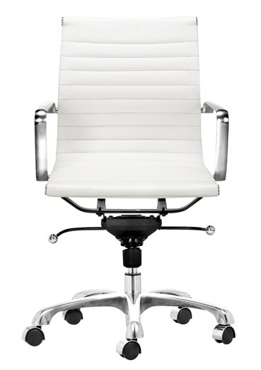 According To My Aunt It S The Eames Aluminum Group Management Chair Made By Herman Miller In White Leather Finish