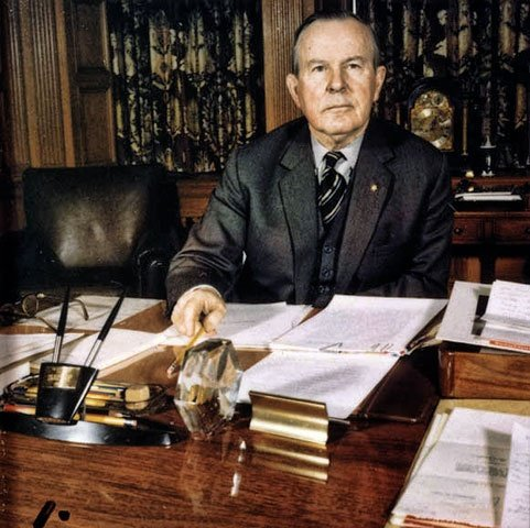 a biography of lester b pearson a canadian politician Hockey league wins the lester b pearson 1957/pearson-biohtml lester bowles pearson - biography canadian prime ministers canadian political.