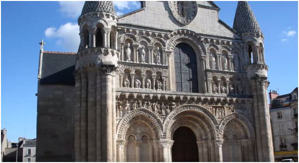 difference in gothic and romanesque architecture Gothic architecture (c1200 - c1600) gothic architecture developed out of romanesque new developments in building techniques meant that gothic.