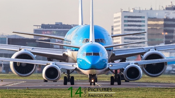 the engine on the 777 is similar in width to the 737 what. Black Bedroom Furniture Sets. Home Design Ideas