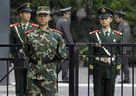 chinese soldiers guarding the embassy on india