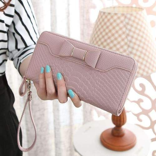 If You Are Looking For The Website Which Offers Handbags In Online Ping Visit Now On Garde Robe It Is Best Place