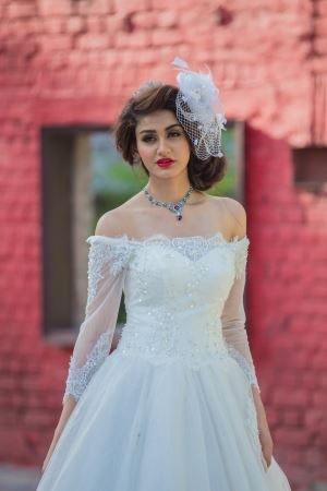 Are there places in Chennai that sell wedding gowns of stitch them ...