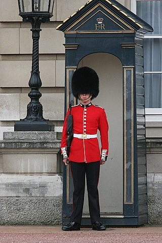 Are Beefeater's guns loaded? - Quora