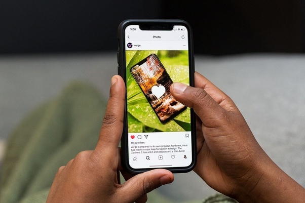 What does a green dot next to a person's name on Instagram mean? - Quora