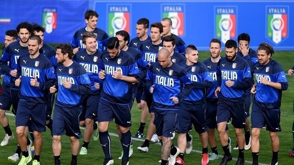 Why is the Italian national soccer team jersey blue? - Quora