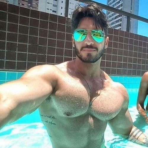 muscle-men-and-cute-women-having-sex