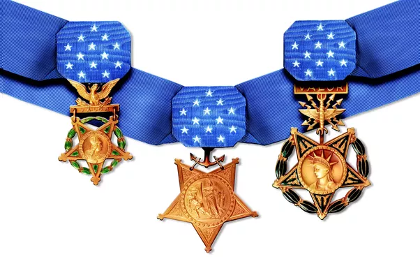 what are the differences between decorations  ribbons and medals