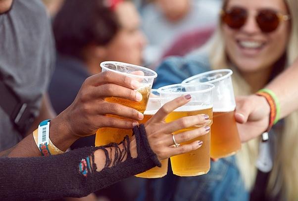 लोग शराब इतना क्यों पीते हैं? इसे पीने के बाद क्या होता है? - Quora