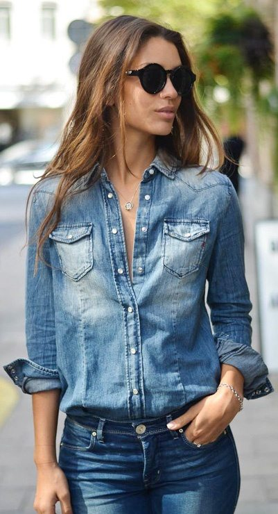 How to match a blue shirt with blue jeans