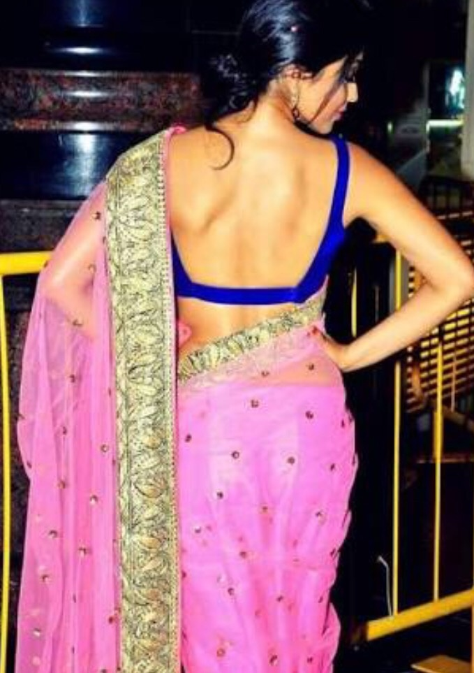 71e1c1badc Can I wear a completely backless blouse in parties  - Quora