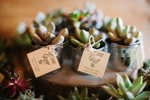 Do You Have To Give Out Wedding Favors At A Wedding?