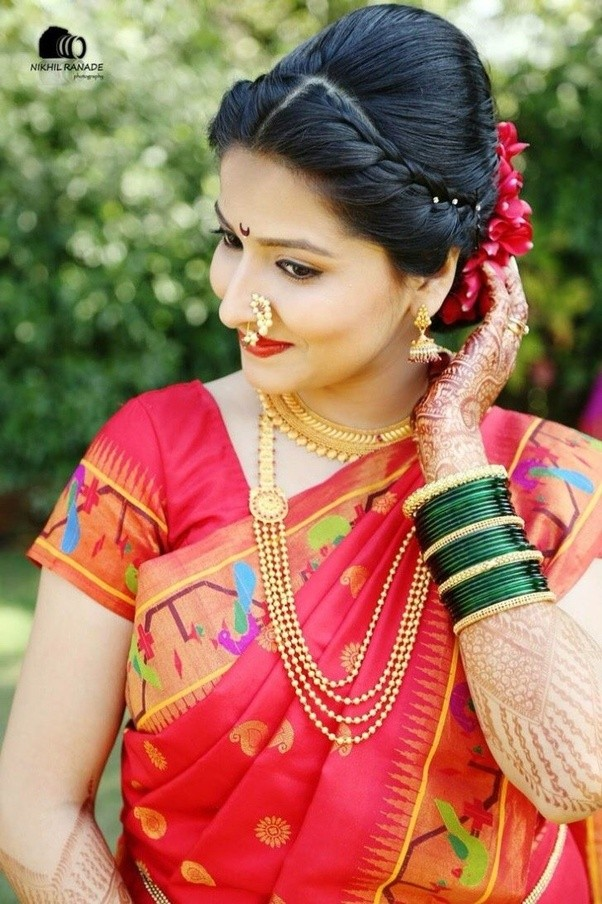 What Kind Of Hairstyle Will Look Good On Round Face That Could Go With Saree Indian Ethnic Wear Quora