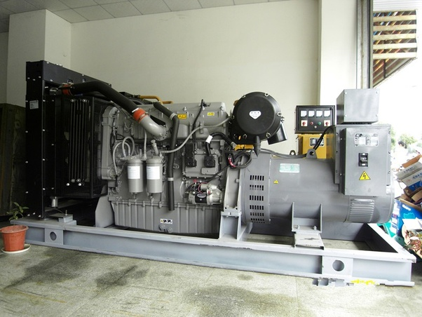 What can cause a 1300 Series diesel generator to start