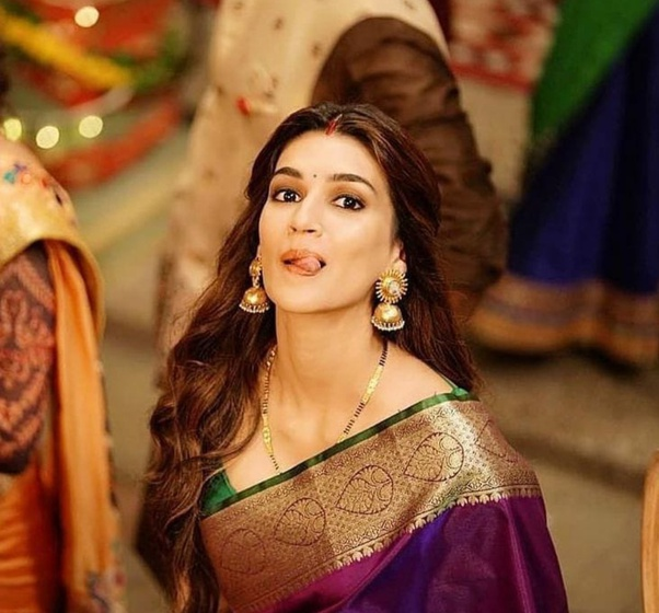 Which Bollywood Actresses Carry A Saree Look Most Beautifully 2020 Quora