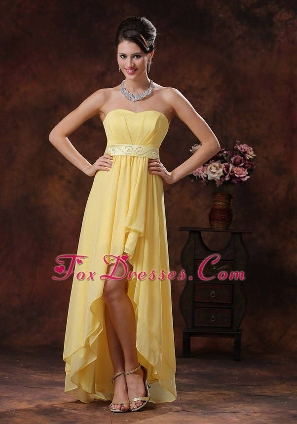 How to combine accessories with a yellow dress