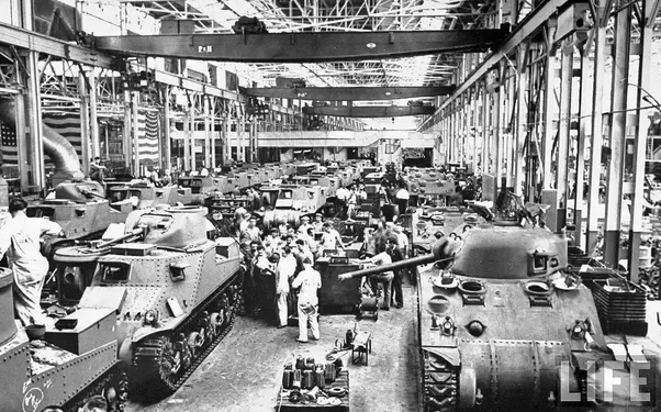 23 Amazing Vintage Photographs Taken Inside WWII Tank