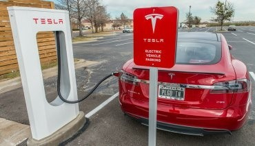 how long does a tesla supercharger take to fully charge a car quora. Black Bedroom Furniture Sets. Home Design Ideas