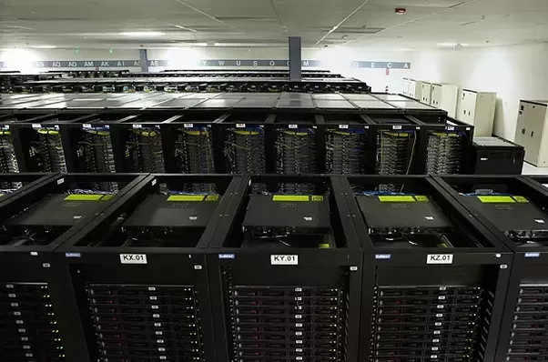 What computer hardware does Facebook use in its data centers? Is it ...
