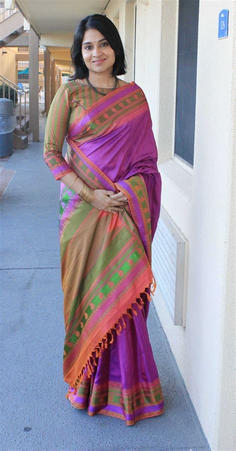 Which saree style looks best in short hairs? - Quora