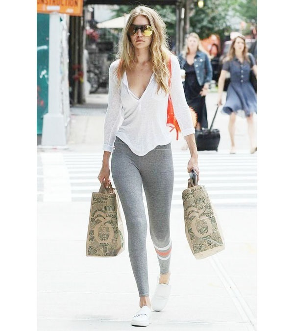 ae723bdac9 For an afternoon running errands, a pair of gray leggings can be worn with  a basic white top. The white athletic shoes go well with the t-shirt, ...