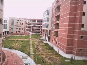 How is the infrastructure of MNIT Jaipur and the boy's