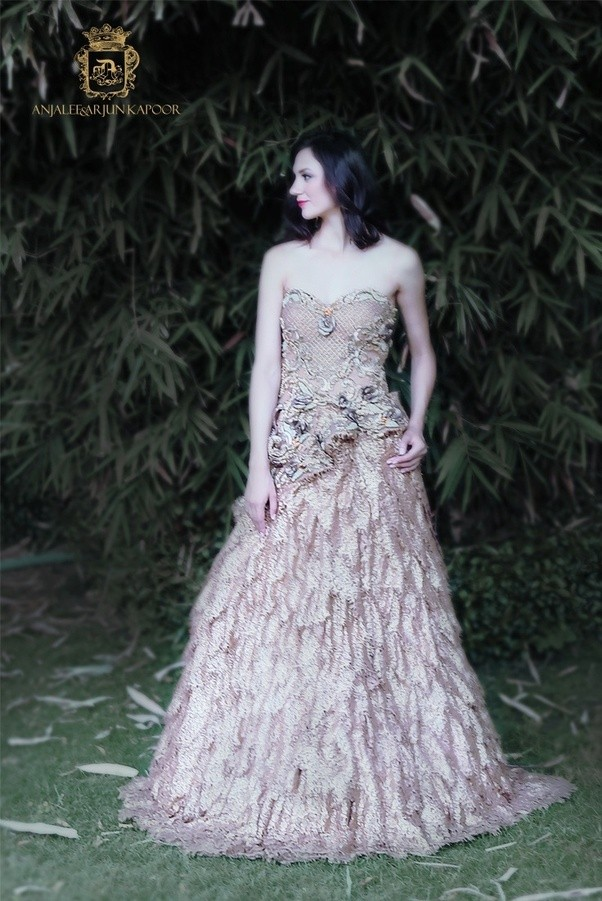 What are the best places to buy designer bridal wear in Delhi? - Quora