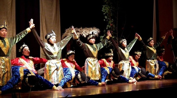 Is Indonesia losing its own traditional culture and slowly getting Arabized?  Quora