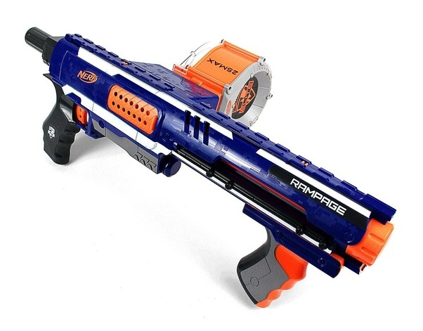 The Nerf Rampage is a dart firing, magazine fed gun that comes with a 25  round drum (the largest ammo drum that comes with any elite gun).