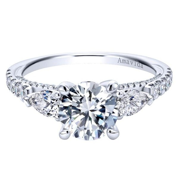 What is the difference between an engagement ring and a wedding ring