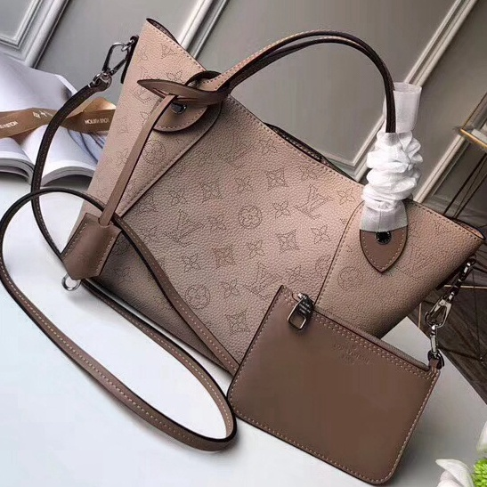 05a9f8157c You can buy those top quality Louis Vuitton handbags at the most affordable  price from Authentic Louis Vuitton Handbags