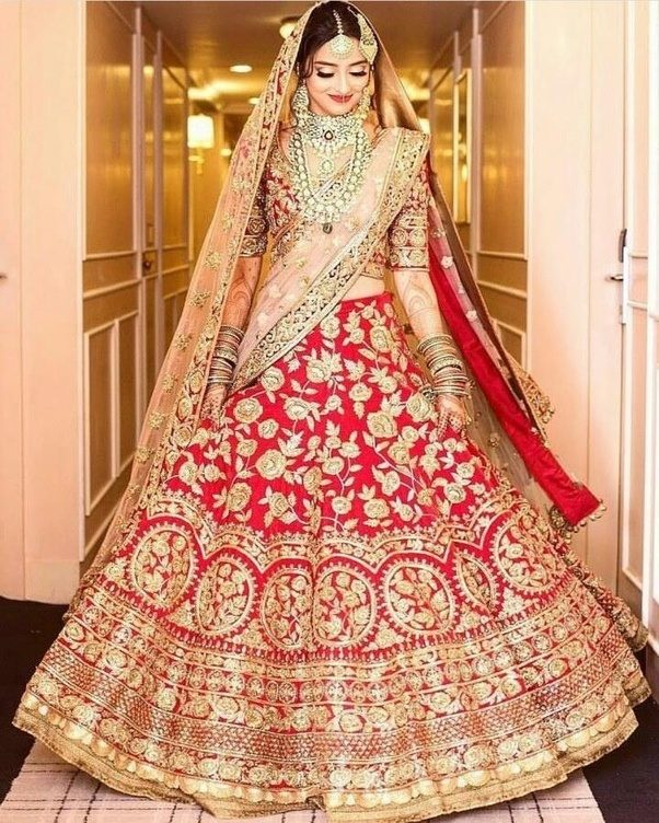 What Is The Traditional Dress For An Indian Wedding?