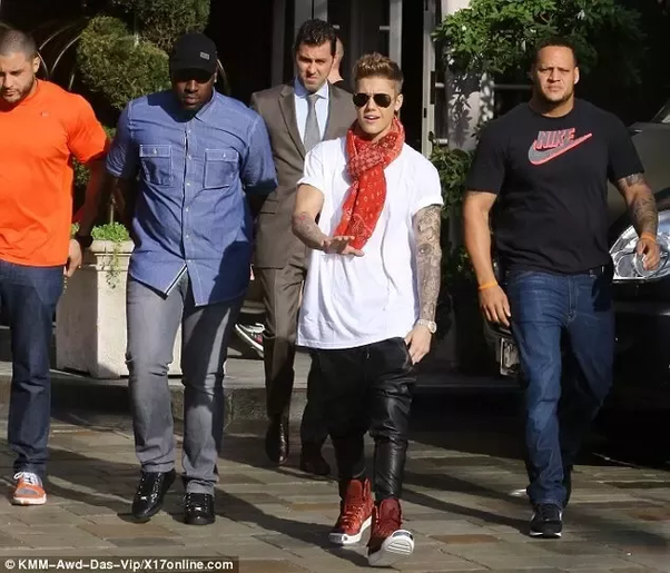 4 hollywood babes and their bodyguards