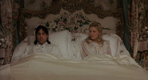 Comment les rois et reines consommaient-ils leur mariage, par exemple Louis  XVI et Marie-Antoinette ? Les gens les regardaient-ils vraiment faire ? -  Quora