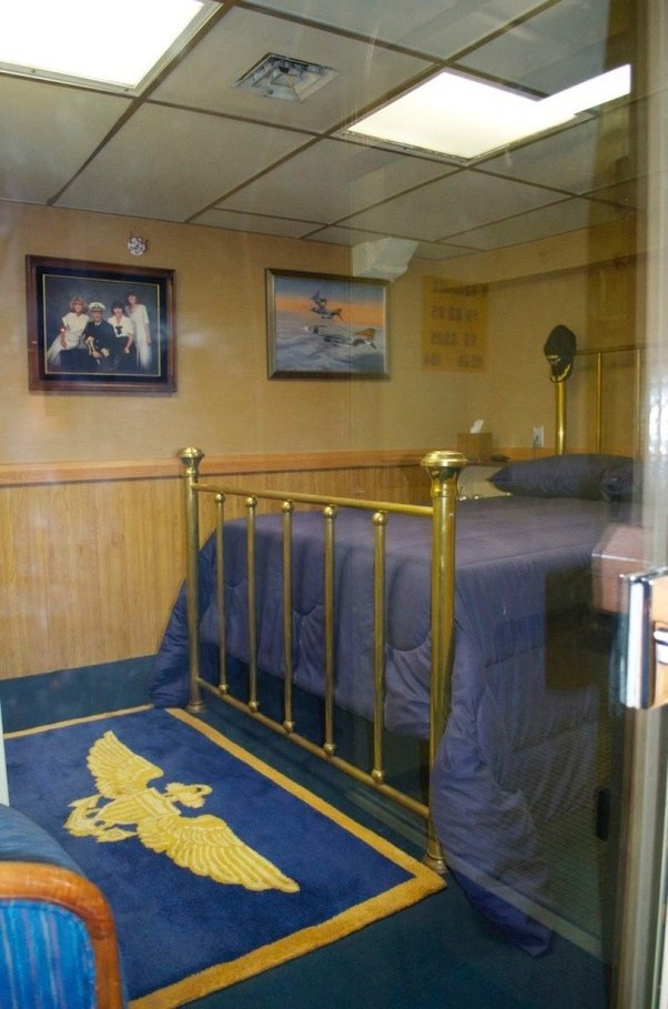 Aircraft Carrier Engine Room: What Do The Captain's Cabins Look Like On American