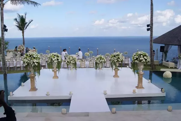 Uluwatu Is The Top Most Places To Visit If You Are In Bali On Your Honeymoon Tour Laidback Aura Secluded Beaches Of Suluban And Balangan Resorts