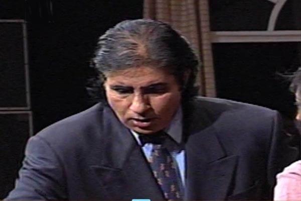 Does Amitabh Bachchan wear a wig?