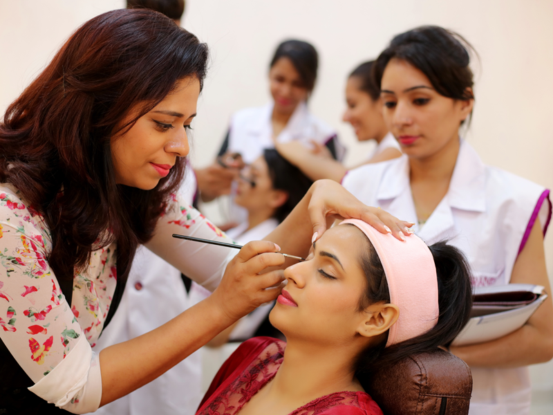 What are the best beautician courses available in Kolkata? - Quora