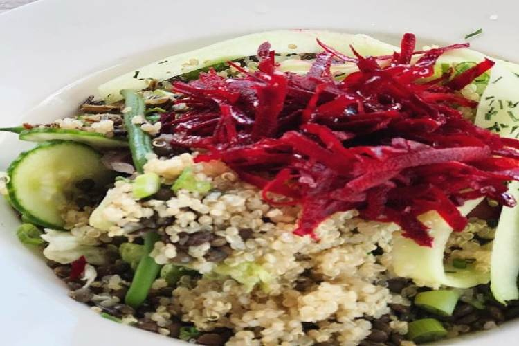 Quinoa salad with lentils