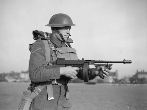 Why do the earlier Thompson submachine guns have drum