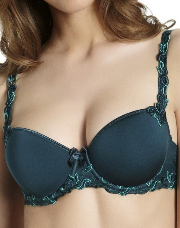 3781b4a33e8 Push-Up Bra  These bras are tailored with angled padding at the bottom of  the cups that literally lift and push your breasts upwards (hence the name).