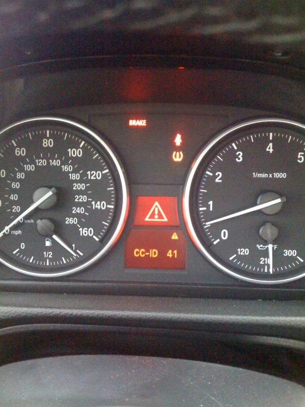 What is the triangle sign and exclamation mark on a BMW 320i