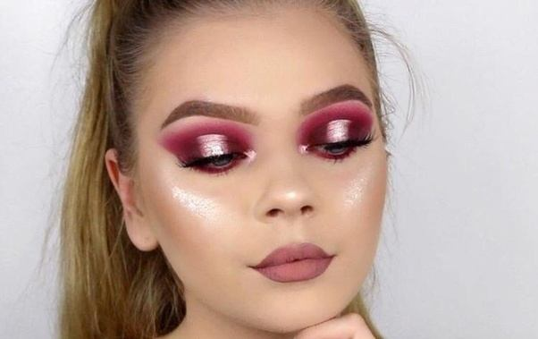 initially makeup was used to enhance ones features but now this approach has changed a bit the instagram makeup trend is becoming more and more popular