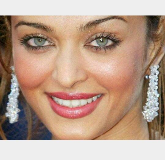 Are Aishwarya Rai's eyes really green? Is it a genetic ...