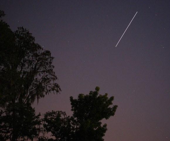 Amazing shot of ISS and Jupiter during daytime!